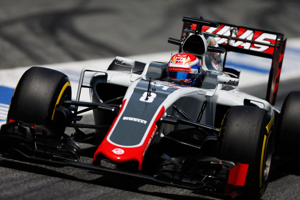 Grosjean-at-speed-during-the-Spanish-Grand-Prix-red