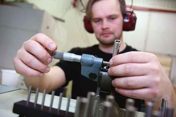 Finmeknisk CNC-Svarvning hos Bällsta Mekaniska