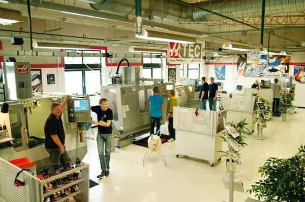 Skola och industri samarbetar på Bäckadalsgymnasiet