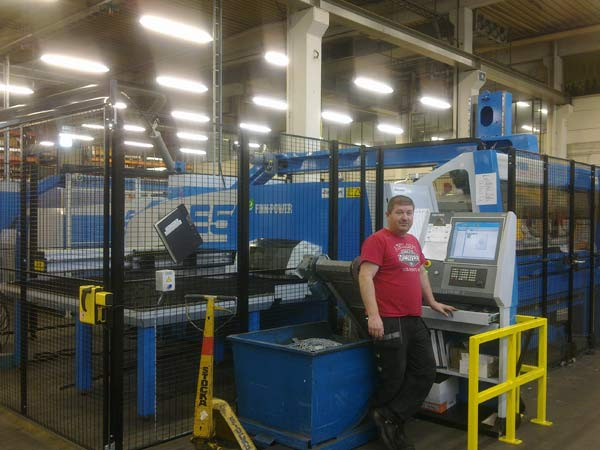 Husqvarna manufacturing investerar i en elektrisk stansmaskin