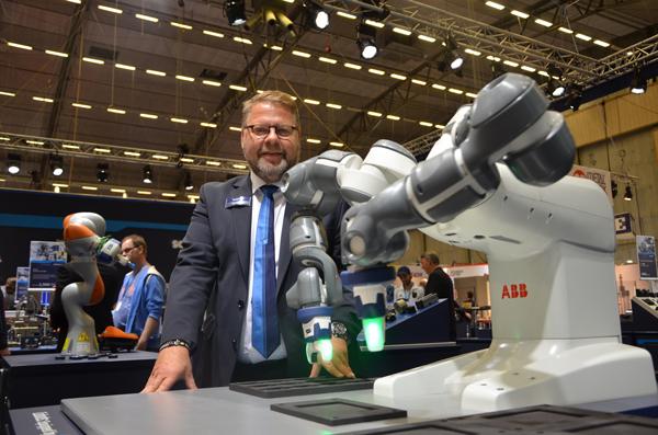 Ger känsla till samverkande robotar