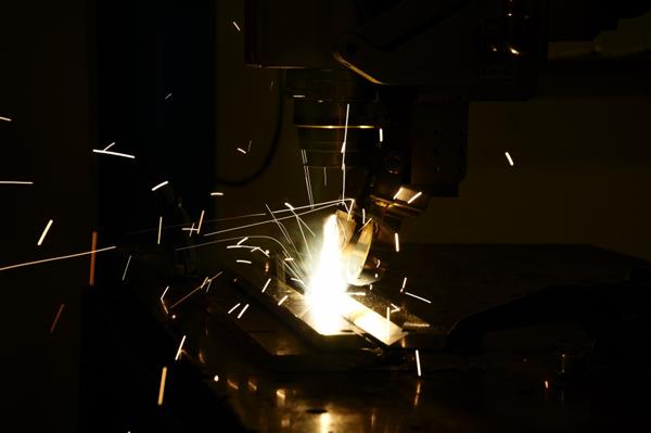 Hans forskning ger bättre kontroll över lasersvetsprocesser
