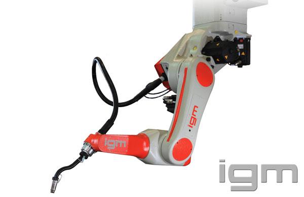 Investerar i kamerastyrd högeffektiv robotsvetsning.