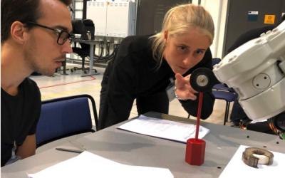 Astrid pluggar master i Robotik och automation på distans från Tyskland