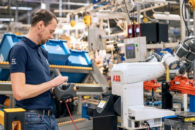 Kollaborativa robotar från ABB hjälper Husqvarna att bli mer kostnadseffektiva